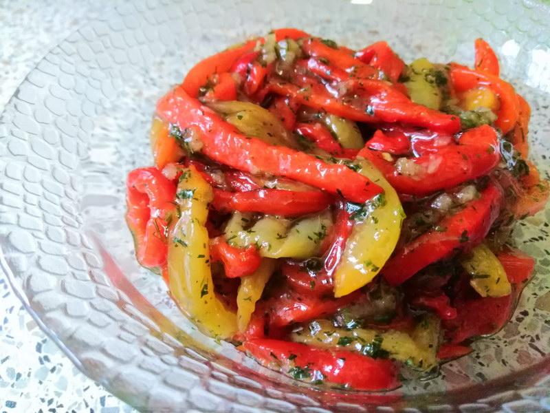 салат-закуска из запеченных сладких перцев
