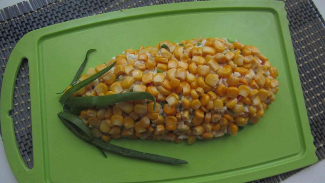 Праздничный салат «Кукуруза» из простых продуктов