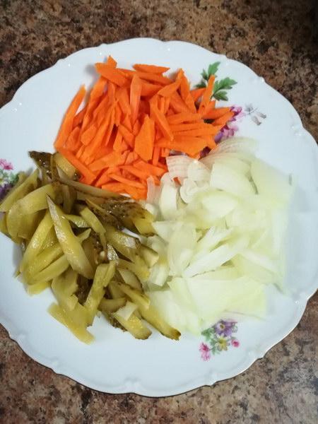 Нарезать овощи соломкой