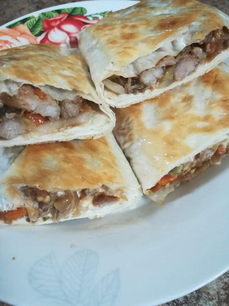 Мясо в армянском лаваше — идеальная закуска к празднику