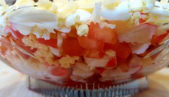 Салат с крабовым мясом и помидорами – «Воздушное чудо»