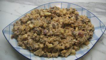 Салат «Ассоль» совершенно новое сочетание курицы и яблок под пикантным соусом
