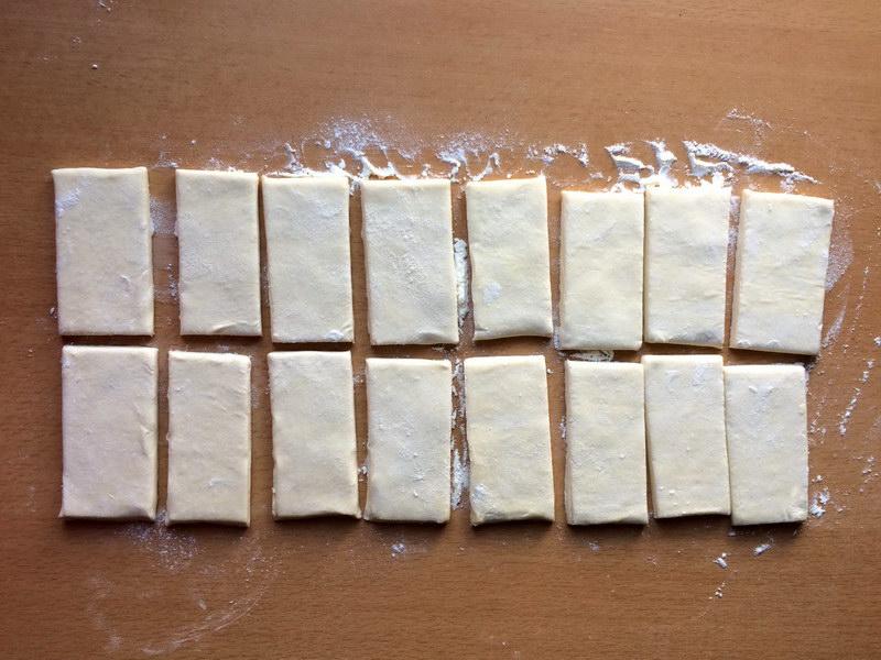 Разделить тесто на кусочки