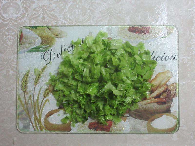 Мелко нарезать салат