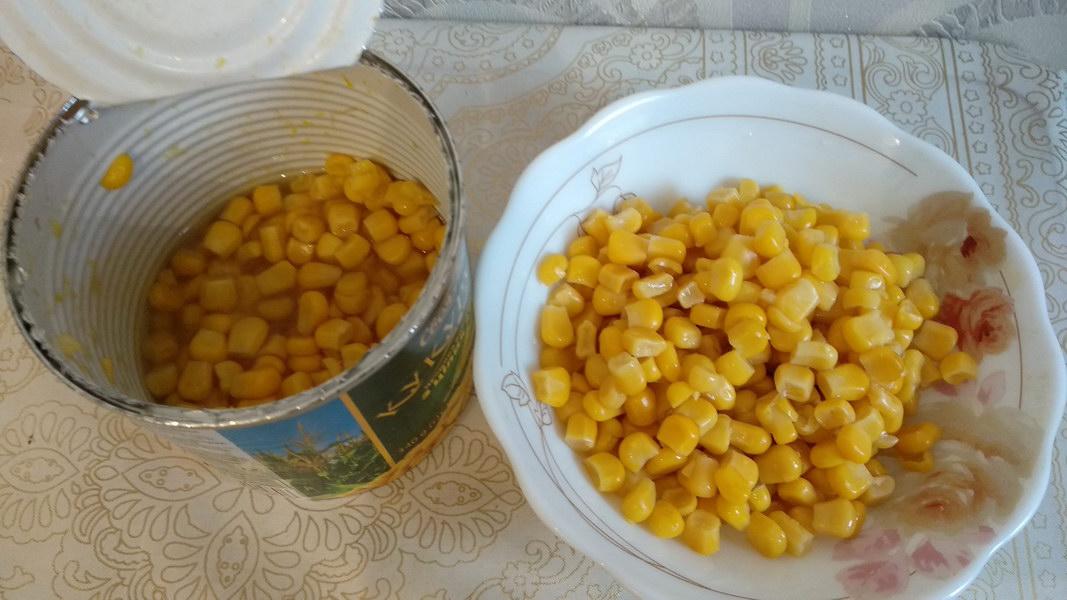 Полбанки кукурузы