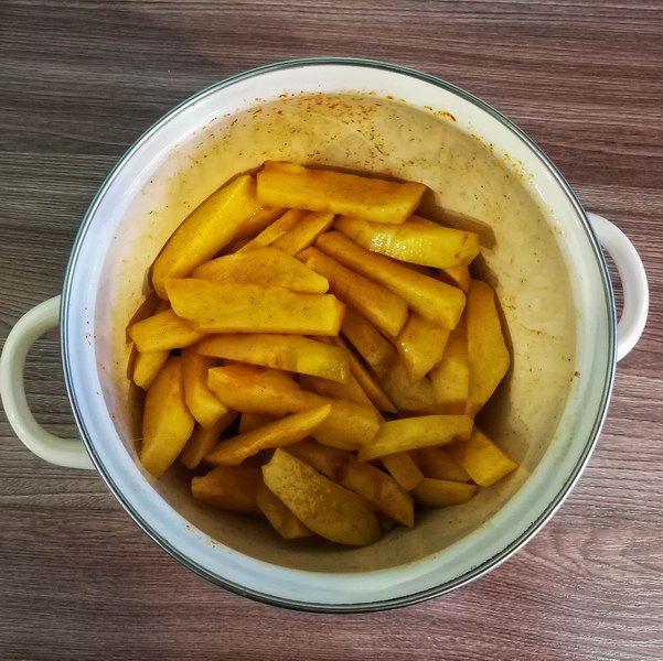 Заливаю картофель яичной смесью