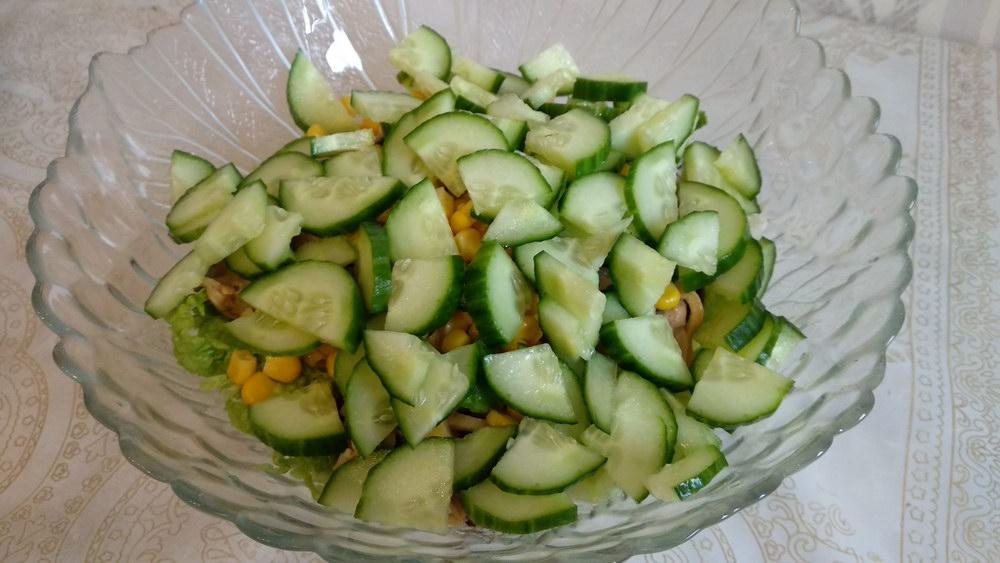 Добавить в салат огурец