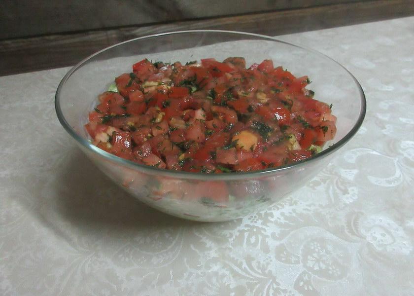 Сверху выложить помидоры