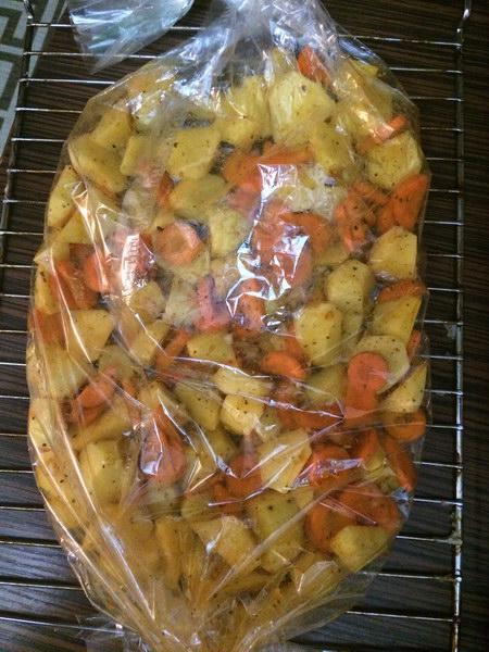 Картофель с морковью в рукав и в духовку