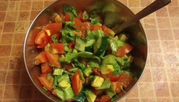 Рецепт салата с авокадо от моей вечно худеющей дочки