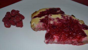 Малиновый тортик к завтраку без сахара и пшеничной муки
