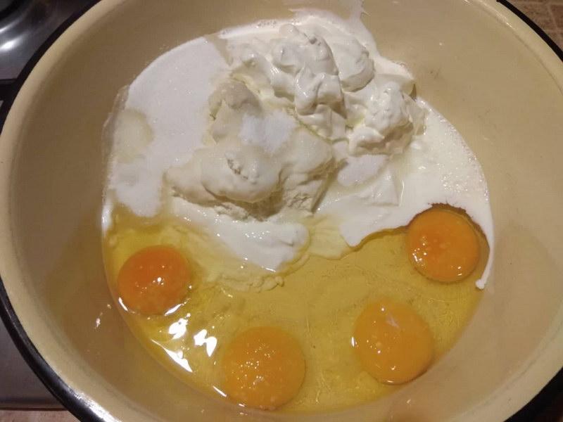Яйца, творог, кефир и муку