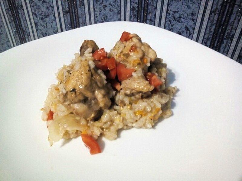 Курица с овощами в вине с рисом