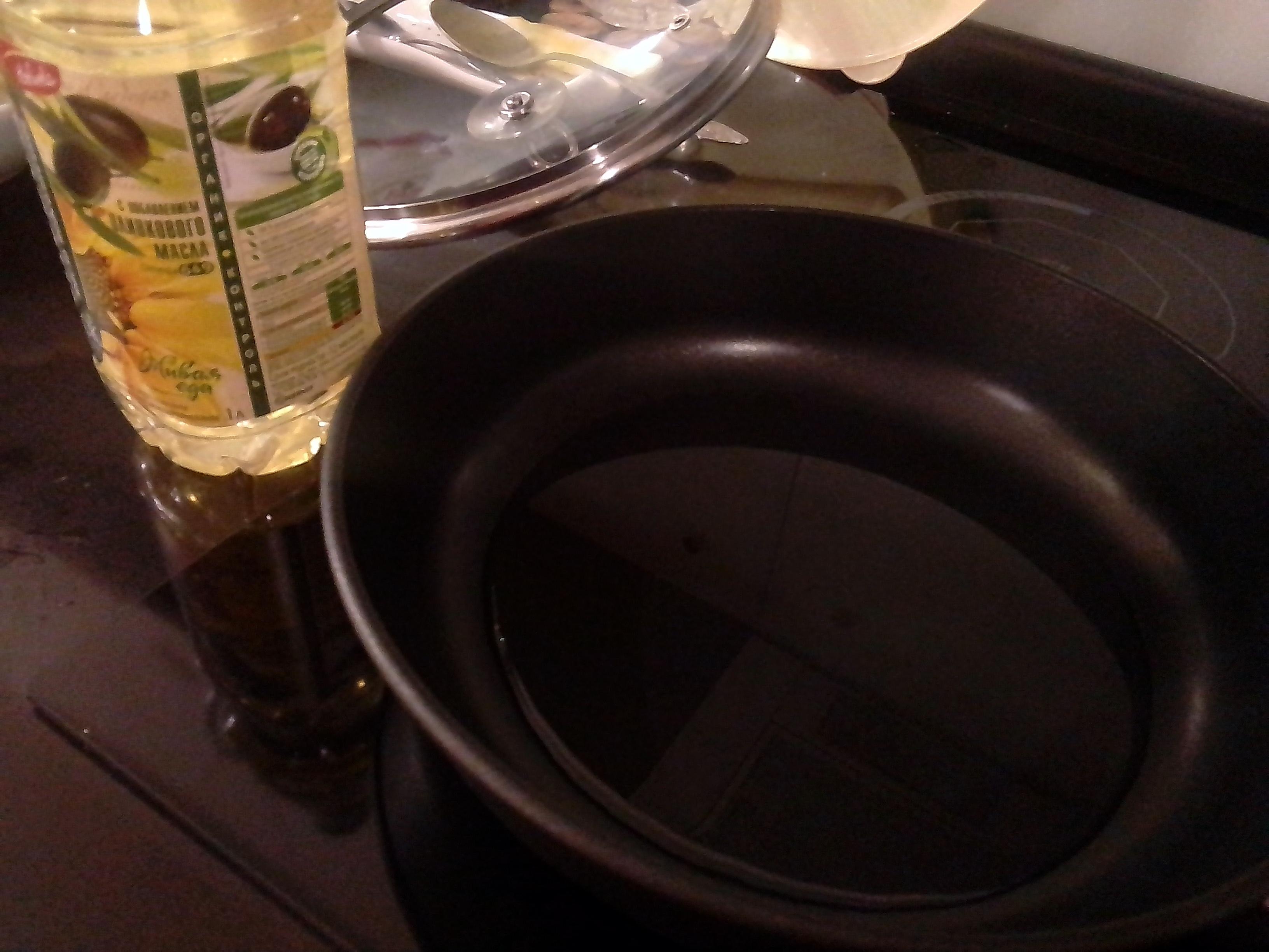Налить масло