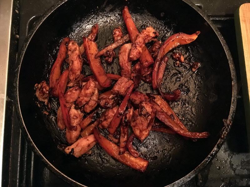 Курица по-китайски - отличное блюдо, чтобы разнообразить рутинный рацион