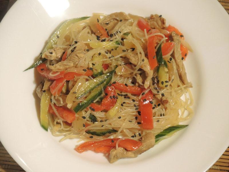 Рецепт азиатского салата с лапшой и мясом
