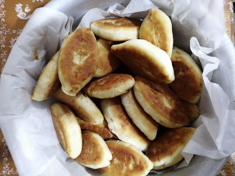 Бабушкины пирожки с капустой на сковороде