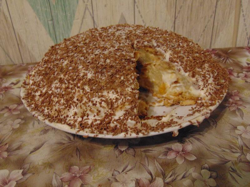 Пряничный торт с ананасами и сметанным кремом