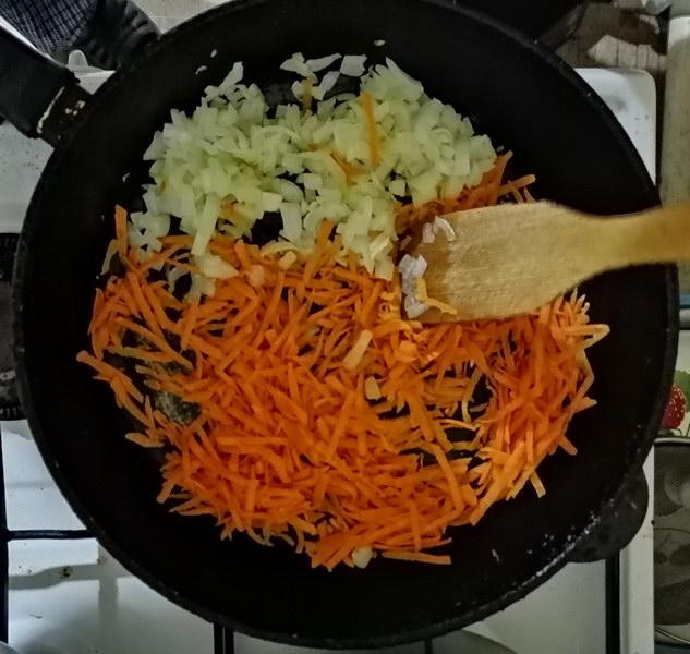 Обжарить на сковороде