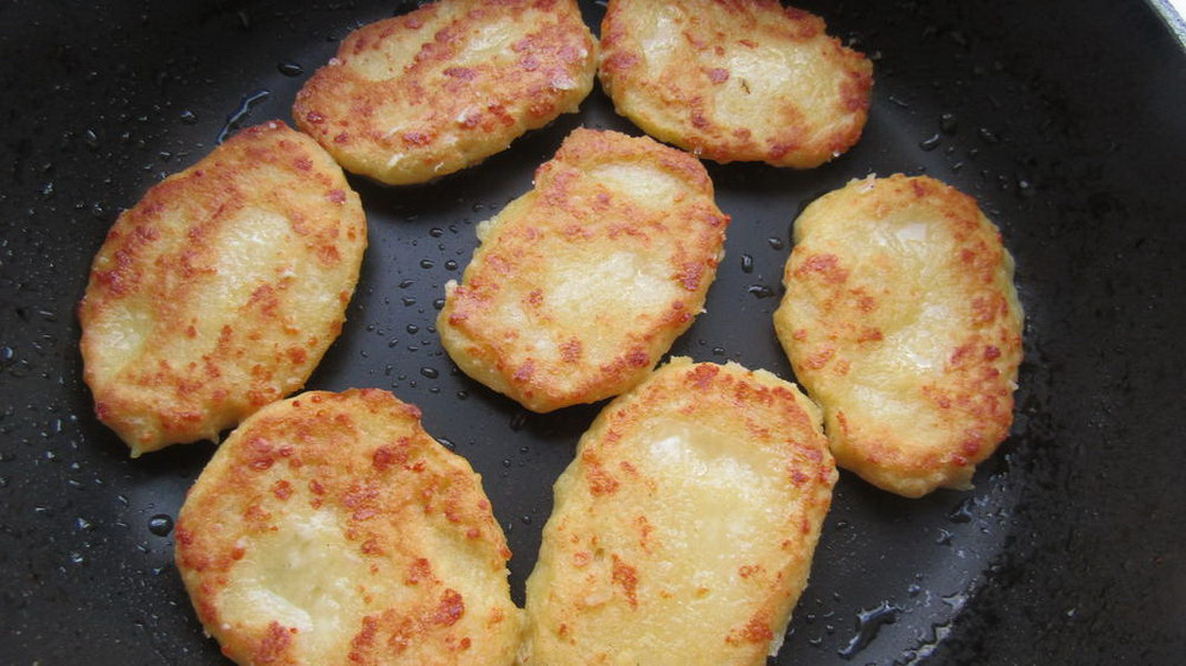 Грузинской лепёшки «Чвиштари» с сыром из кукурузной муки