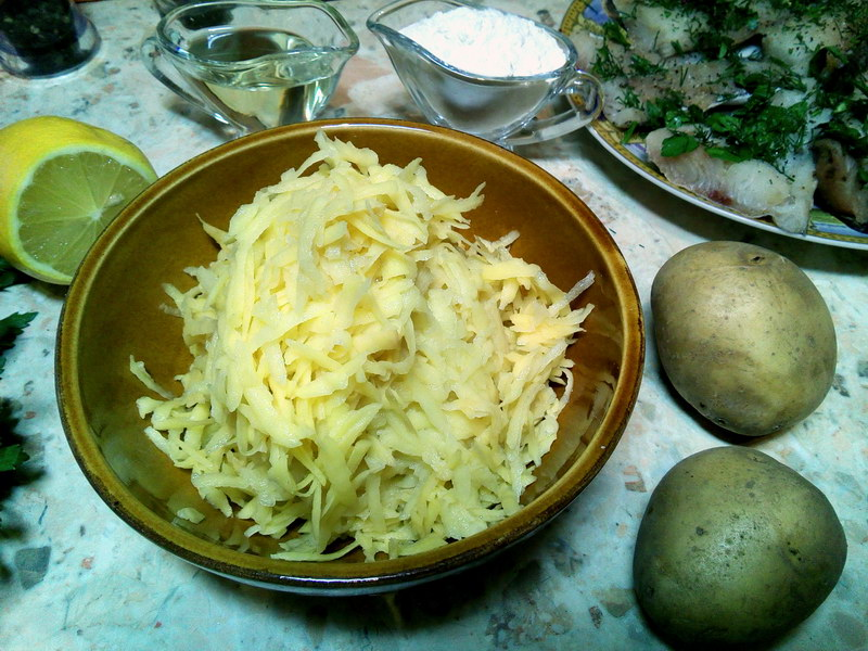 Натираем картофель
