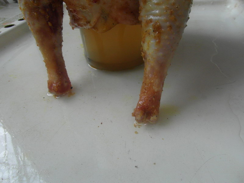 Сочная курица с хрустящей корочкой, запеченная на банке в духовке