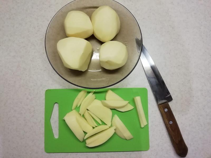 Нарезать картофель брусочками