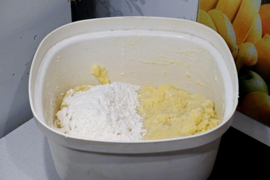 Картофельные рулетики с мясным фаршем (тонкое тесто)