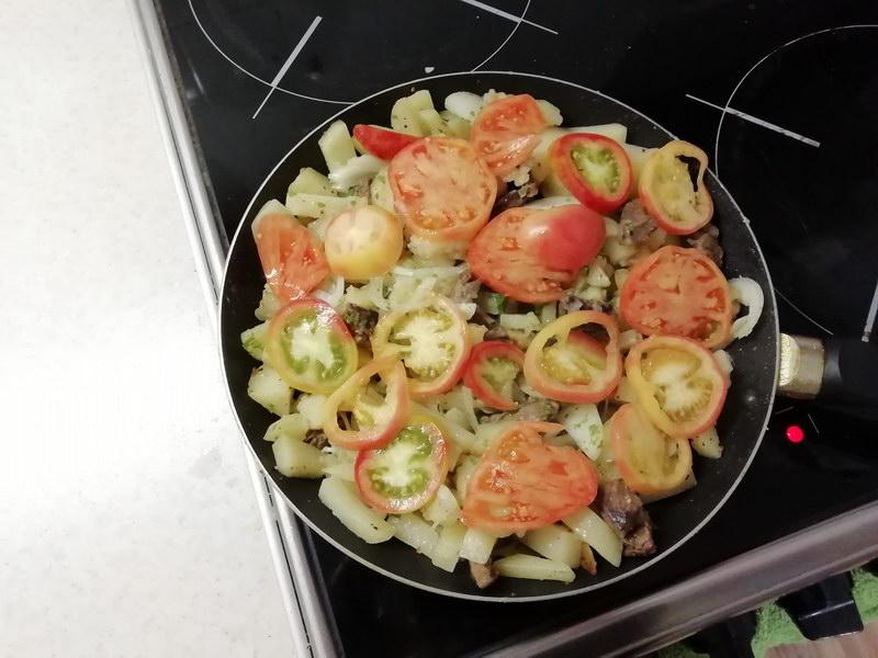 «Картофель по-французски» на сковороде – с мягким сочным мясом и хрустящей корочкой