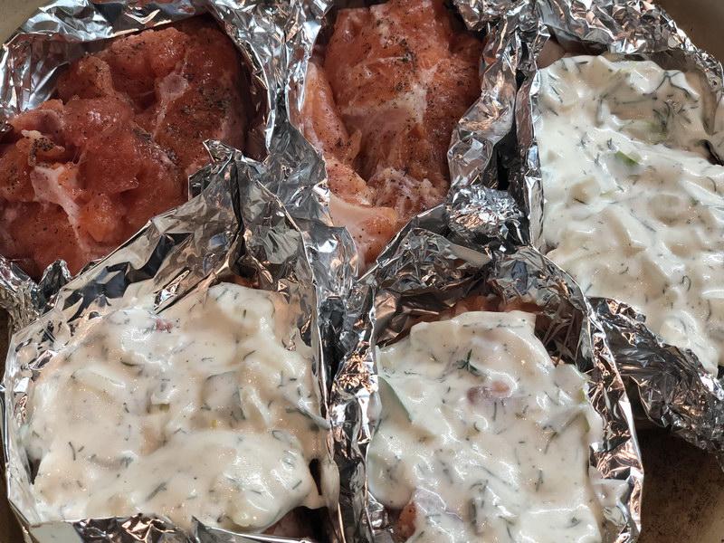 Форель, запечённая в духовке под сметанным соусом