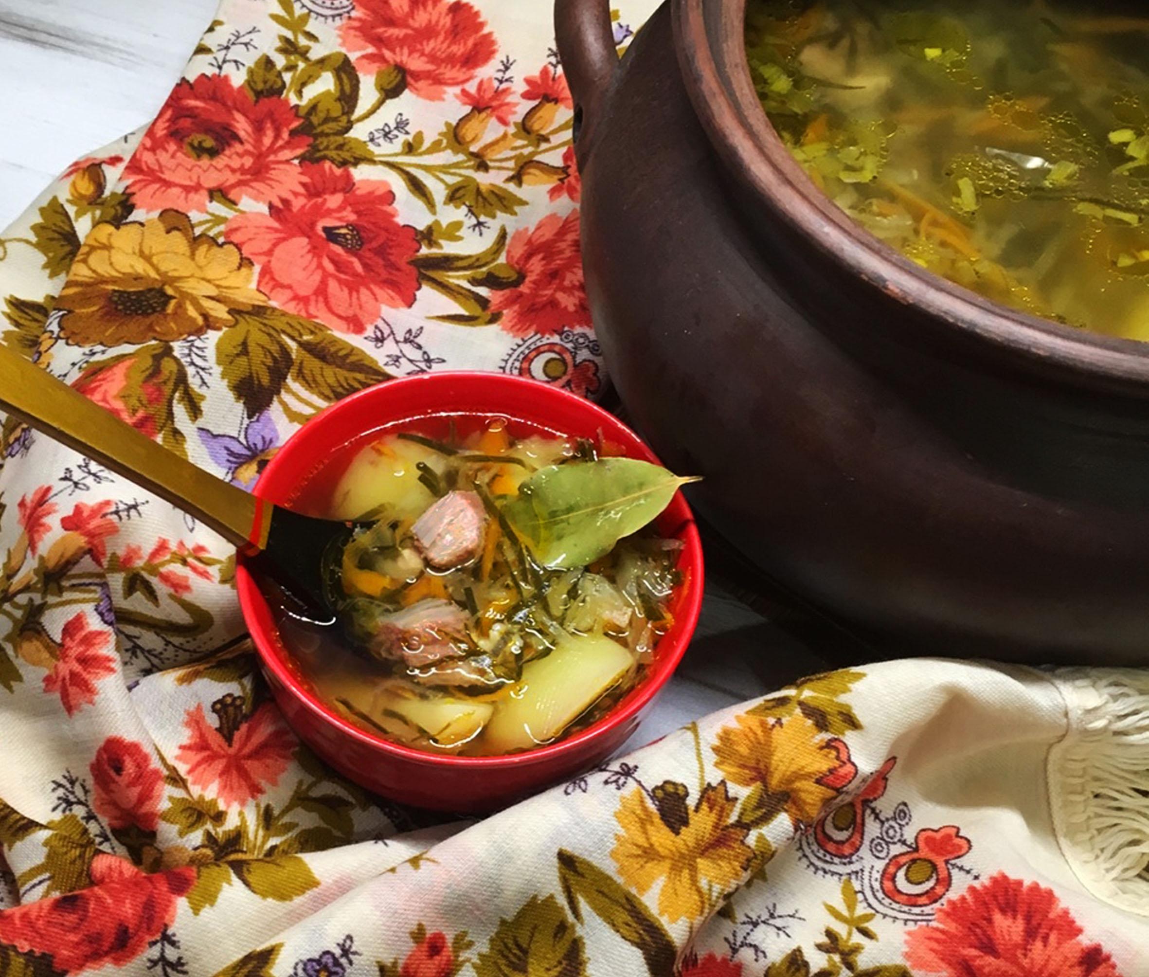 Русские щи со свининой и зеленой квашеной капустой
