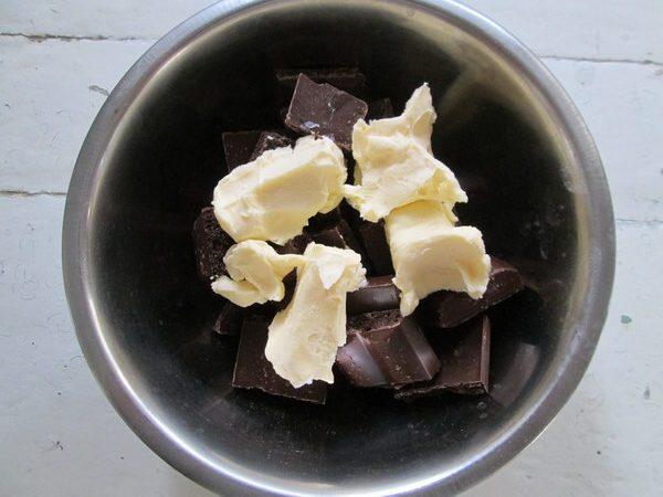 Быстрый сладкий пирог, который дарит праздник ( + 2 варианта шоколадной корочки)