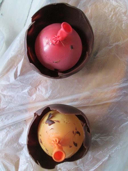 Десерт «Шоколадные чашечки» с нежными кремовыми начинками