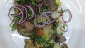 Тёплый салат с говядиной и баклажаном (рецепт из ресторана)