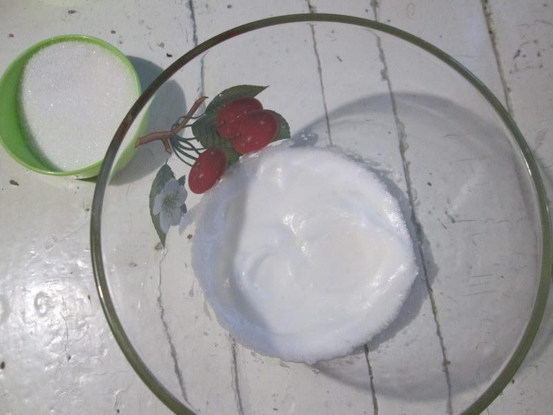 Оригинальный торт на хрустящих коржах из кукурузной муки (подробный рецепт как работать с этим не простым тестом)