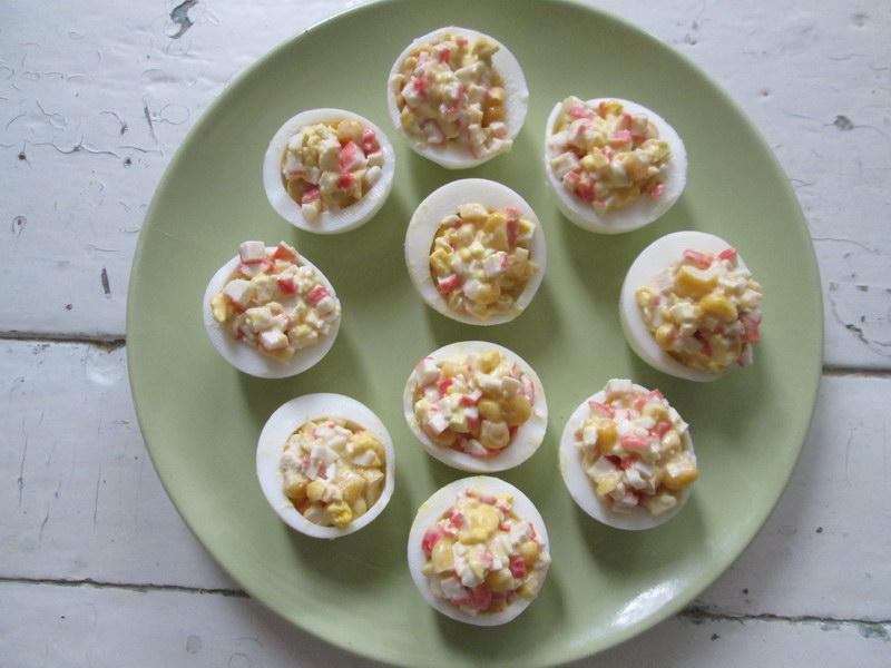 Как превратить знакомый крабовый салат в красивую закуску