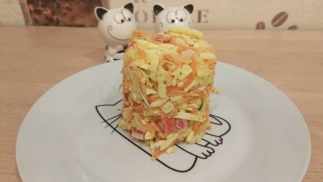Острый крабовый салат с картофелем