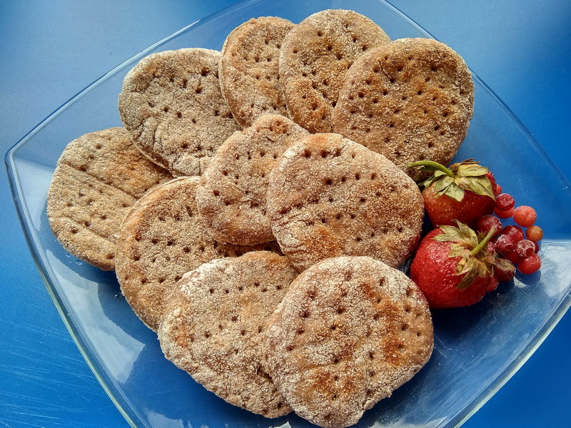 Клубничное печенье на сковороде из цельнозерновой муки