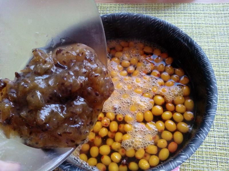 Рецептом вкусного компота из облепихи и крыжовника
