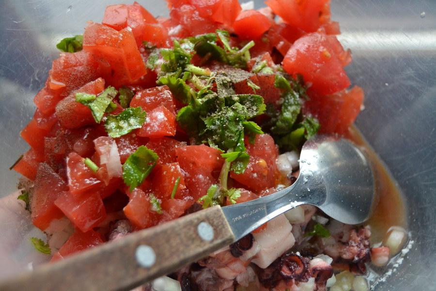 Салат из осьминога по-средиземноморски. Осьминога главное правильно сварить