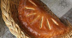 Пирог со скумбрией и солёным огурцом