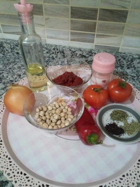 Простой рецепт томатного супа с турецким горохом