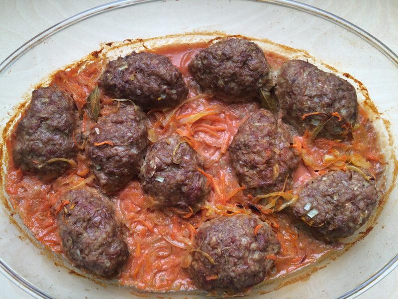 Ленивые голубцы в томатно-сметанном соусе в духовке