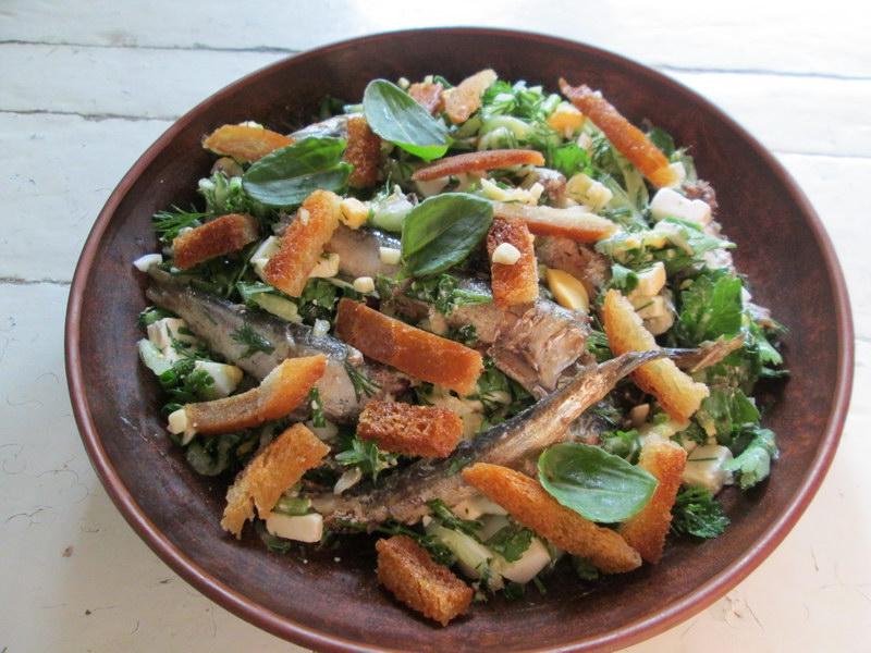 Весенний салат из шпрот