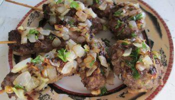 Люля-кебаб в луковой обёртке, всегда сочные и вкусные
