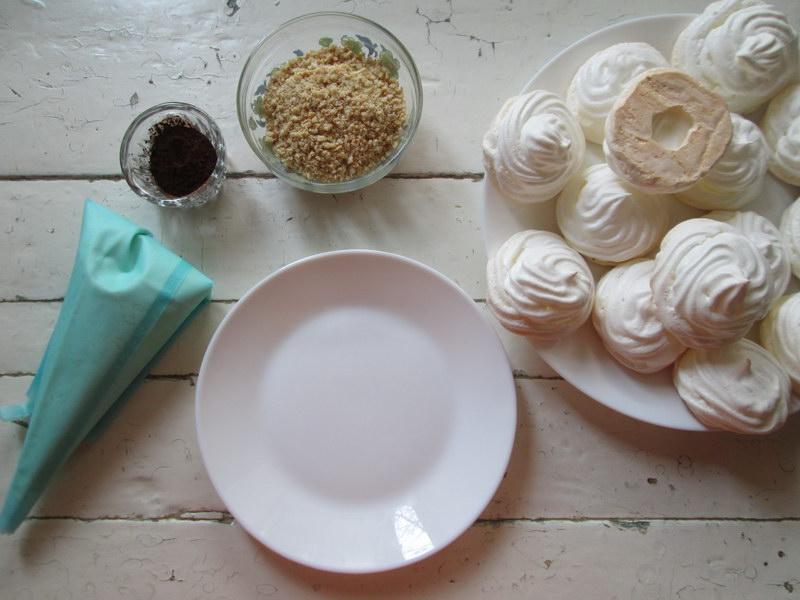 Знакомое пирожное безе с приятной «изюминкой»