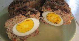Безумно вкусный. Печёночный рулет с яйцами внутри