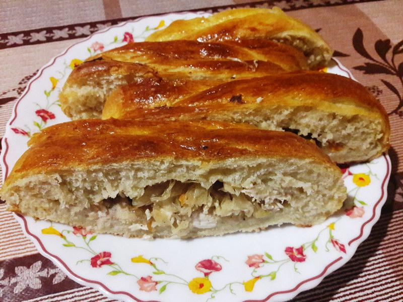 Пирог-плетёнка с курицей и капустой