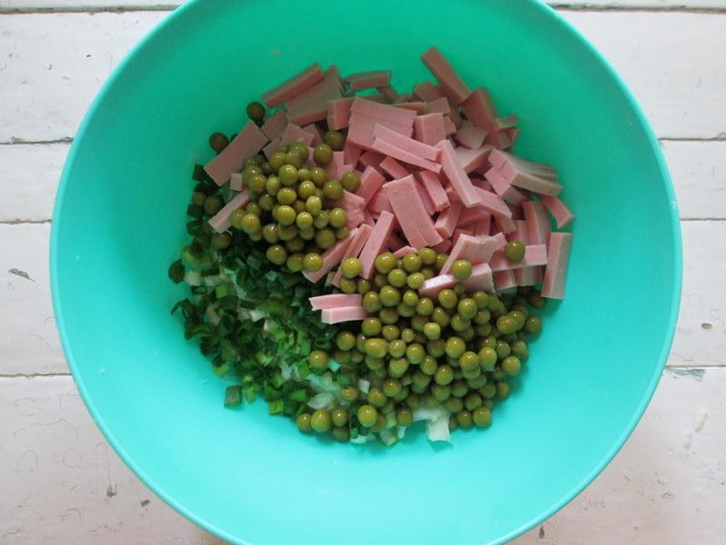 Классический вариант салата «Журавушка» и как можно его видоизменить, не испортив первоначальный вкус