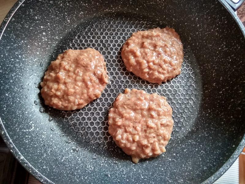 Как вкусно приготовить котлеты из печени с гречкой
